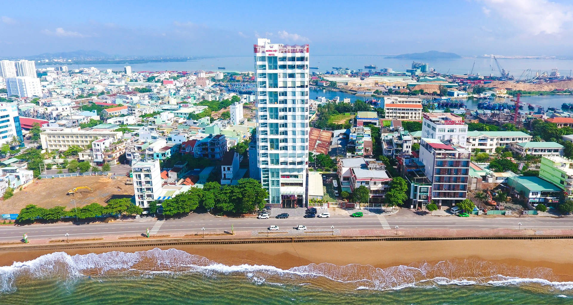 Khách sạn Hương Việt Quy Nhơn 4 sao – Vị trí biển siêu đẹp| 1900 599946