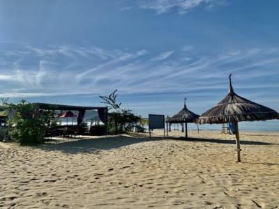 Bãi biển Quy Nhơn sầm uất trở nên vắng lặng thời Covid