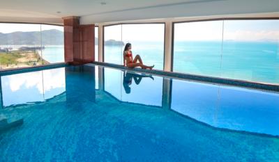 Bể bơi khách sạn Hương Việt Quy Nhơn